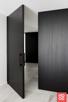White Internal Doors With Glass The Doors, Entrance Doors, Wood Doors, Windows And Doors, Front Doors, Black Windows, Front Entry, Modern Entry, Modern Door