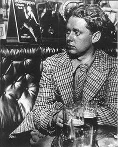 Dylan Thomas, Bill Brandt, 1941 © Bill Brandt Archive Ltd. Dylan Thomas, Man Ray, Swansea, Bill Brandt Photography, Theater, High Contrast Images, Dying Of The Light, Cecil Beaton, Writers And Poets