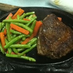 Not just a low cost airlines but also a low cost steak.As for dinner: a sizzling tenderloin beef steak with french beans as sides.The original version comes with french fries but i chose to have extra portion of veg instead.Make choices wisely not just in life but in food as well.This steak costs:RM 32.00 at Suzy's Corner
