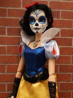 10 Stunning Makeup Ideas for Halloween Sugar Skull Face Paint, Sugar Skull Makeup, Sugar Skulls, Halloween Kiss, Halloween Costumes, Sugar Skull Costume, Catrina Costume, Snow White Makeup, Zombies