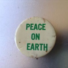 PEACE ON EARTH  Pinback from the 1960's ORIGINAL CONDITION