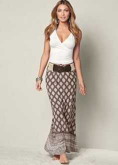 Fashion Trends for Women Over 50 - Fashion Trends Boho Fashion, Fashion Dresses, Womens Fashion, Fashion Design, Fashion Trends, Chic Summer Style, Mode Boho, Printed Maxi Skirts, Fashion Over 50