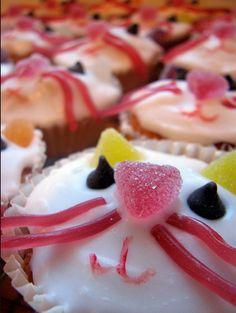 Catsparella: Cat Cupcake Tuesdays
