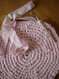 Make a Crocheted Rag Rug@Jennifer Boyes Silva @Brenda Byrne