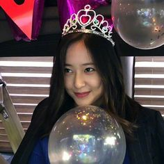 Discover recipes, home ideas, style inspiration and other ideas to try. Krystal Fx, Jessica & Krystal, Jessica Jung, Krystal Instagram, Korean Girl, Asian Girl, Krystal Jung Fashion, Sulli, Korean Actresses