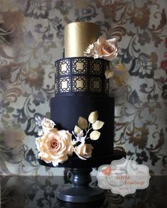 dramatic black and gold wedding cake design with peach flowers softening the look Beautiful Wedding Cakes, Gorgeous Cakes, Pretty Cakes, Amazing Cakes, Bolo Fack, Kreative Desserts, Wedding Cake Inspiration, Wedding Ideas, Wedding Photos