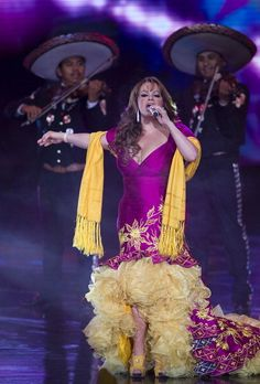 This is how I love ❤ to see her dress  a real Mexican artist and one of the most expiring person known.