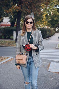 Streetstyle Outfit mit Blazer Karomuster und Levis Jeans