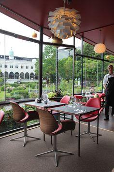 A COUNCIL CHAIR, por Thomas Sigsgaard e Kasper Salto, da OneCollection, faz sucesso pelo mundo. Veja uma foto do Restaurante Kahler em Tivoli, Copenhagen.