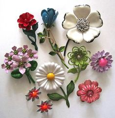 Beautiful Vintage Pin Lot 60's Flower Power