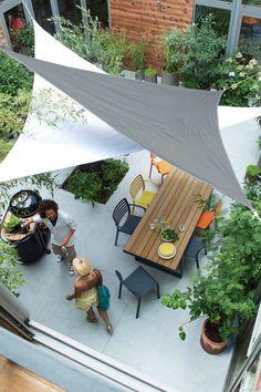 Simple Summer Style: 10 Garden Ideas for a Backyard Canopy Cote Maison Outdoor Space Photograph by Castorama Garden Shade Sail, Backyard Shade, Sun Sail Shade, Backyard Canopy, Outdoor Shade, Patio Shade, Pergola Shade, Backyard Patio, Shade Sails
