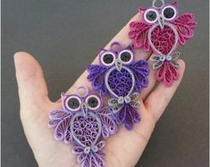 Paper Quilling Cards, Paper Quilling Jewelry, Paper Quilling Patterns, Quilling Paper Craft, Quilling Ideas, Quiling Paper, Paper Crafts, Quilling Keychains, Purple Owl