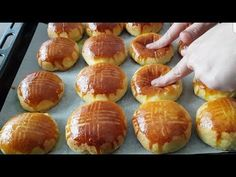 "SAATLERCE BEKLEMEK YOK,TENCEREDE SADECE 20 DK'DA ""PAMUK POĞAÇA"" - YouTube Cake Youtube, Tasty, Yummy Food, Homemade Beauty Products, Pretzel Bites, Muffin, Food And Drink, Bread, Breakfast"