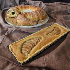 Spice-Filled Sandworm Bread Is Totally What's For Dinner Tonight. This is pretty awesome: a huge fan of Dune, Chris-Rachael Oseland went and made a bread shaped like one of the novel's iconic sand worms, and provided the recipe!