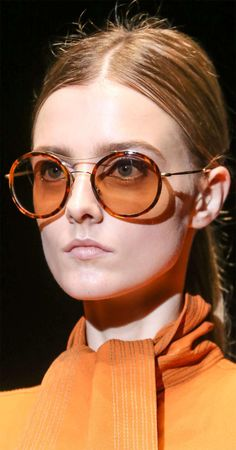 See all the Details photos from Gucci Spring/Summer 2015 Ready-To-Wear now on British Vogue 2015 Fashion Trends, 2015 Trends, Eyewear Trends, Gucci Eyewear, Fashion Show, Fashion Tips, Fashion Design, Fashion Details, Women's Fashion