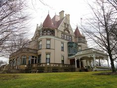 8 Biggest & Most Expensive Houses & Mansions In Pittsburgh Unusual Buildings, Interesting Buildings, Old Buildings, Old Mansions, Mansions Homes, Real Hauntings, Clayton Homes, Expensive Houses, Beautiful Dream