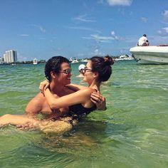 Ximena Navarrete lleva más de un año de noviazgo con el empresario Juan Carlos Valladares, y a juzgar por las imágenes que constantemente publica, está enamorada como una adolescente.