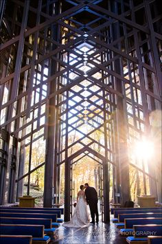 Love in the Ozarks at Thorncrown Chapel! Chapel Wedding, Wedding Bells, Dream Wedding, Wedding Stuff, Wedding Photography Shot List, Church Architecture, Architecture Board, Wedding Photos, Wedding Themes