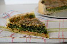 TORTA SALATA RUCOLA E GRANA ideale come antipasto o per accompagnare un aperitivo. Ricetta facile e veloce. Buona anche fredda da portare come pranzo al ...