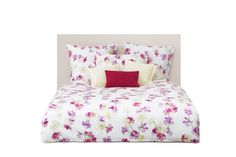 Like the summer breeze, the Eliane duvet charms with a design of fragrant sweet peas.