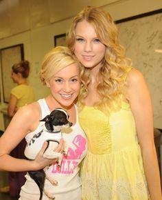 Taylor Swift Photos - 2009 CMT Music Awards - Arrivals - Zimbio