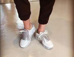 tretzesabatesSneakers❕#sneakersaddict #streetstyle #white #grey #ss17 #loveit #shoeshop #multibrand #barcelona