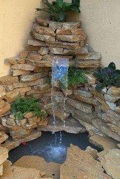 Fuentes de agua en jardines fotos de variedad de fuentes for Jardines con fuentes de agua