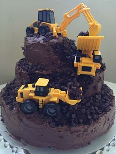 29 Awesome Birthday Cakes For Boys. Get ideas for your boys birthday cake here with fun superhero, character and themed ideas. Construction For Kids, Construction Birthday Parties, 4th Birthday Parties, Baby Birthday, Digger Birthday Cake, Construction Party Cakes, Birthday Cake Kids Boys, Digger Cake, Digger Party