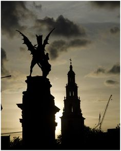 The Griffin; Description:  The Cross symbolizes the boundary between Westminster and the City - LONDON #England