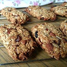 Mellanmål: müslibars med smak av äppelpaj | Matsmart med dietist Annica Långvall Healthy Bars, English Food, Energy Bites, Muffin, Tasty, Cookies, Baking, Breakfast, Sweet