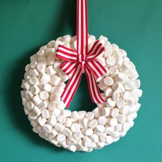Marshmallow DIY Winter Wreath! How many would actually make it on to the wreath if you do this with your littles??! Love it!