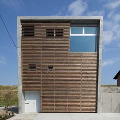 casa de 3 andares com terreno estreito For more info visit  level-architects.com by Level Architects