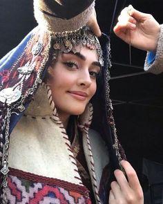 Turkish Women Beautiful, Beautiful Muslim Women, Turkish Beauty, Engagement Mehndi Designs, Arabian Women, Best Profile Pictures, Esra Bilgic, Afghan Dresses, Beautiful Series