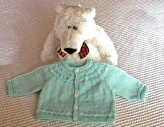 Seamless Yoked Baby Sweater by Carole Barenys - traduction française - free