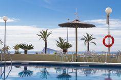 Vista al mar desde la piscina del Hotel Poseidón Playa. // Sea view from the pool at Hotel Poseidon Playa.