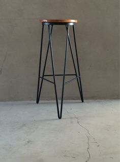 Get Ready For Winter With These White Bar Stools Welded Furniture, Iron Furniture, Steel Furniture, Furniture Design, Cute Desk Chair, Chair Redo, Stool Chair, Chair Cushions, White Bar Stools