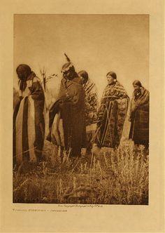 Tobacco ceremony - Apsaroke,1908. Edward Sheriff Curtis Photography.