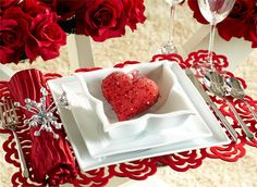 Romantic Table Decor Variants For The Best Valentine's Day Valentine Day Table Decorations, Heart Decorations, Banquet Decorations, Decoration Party, Home Decoration, Holiday Decorations, Valentines Day Dinner, Valentines Diy, Valentines Baking