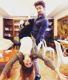 "elimibirakma🌸🌸 on Instagram: ""@alpnavruz  @alinaboz 😍😍🤣🤣❤ #alpnavruz  #alinaboz  #elimibırakma . . . . .  #nightsky #ig_nightphotography #astrophotography #universetoday…"" Turkish Women Beautiful, Most Beautiful People, Alina Boz, French Songs, Vogue Men, Romantic Scenes, Famous Girls, Turkish Actors, Girl Boss"