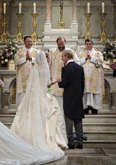 Catholic Wedding Dresses, Modest Wedding Gowns, Getting Married Young, Marrying Young, Dc Weddings, Royal Weddings, Lorraine, Latin Wedding, Teresa