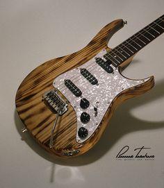 Bruno Traverso Guitars Joy Fire... interesting bridge pickup alignment