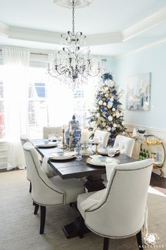 silver-blue-and-while-elegant-christmas-dining-room-with-crystal-chandelier