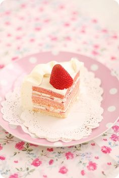 Strawberry Rose Shortcake #cake #strawberry
