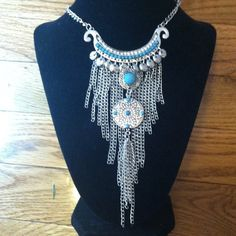 Statement Neckace silver Tone w Faux Turquoise Awesome statement necklace the pictures don't do it justice with turquoise colored beading and silver chains that hang down into the cleavage line with adjustable length Jewelry Necklaces