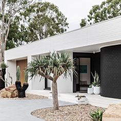 Palm Springs Houses, Palm Springs Style, Modern Exterior, Exterior Design, Palm Springs Mid Century Modern, Mid Century Exterior, Dream House Exterior, Australian Homes, Facade House