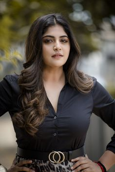 Some of the most beautiful actresses have shown us some elaborate and gorgeous hairstyles, both in film and on the red carpet. Beautiful Girl Photo, Beautiful Girl Indian, Beautiful Indian Actress, Beautiful Actresses, Beauty Full Girl, Cute Beauty, Beauty Women, Glam Photoshoot, Cute Girl Face
