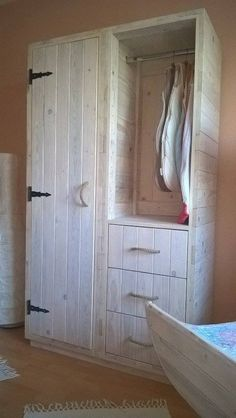 A room closet is an essential portion of the room. This is needed to take care of your clothes, shoes and some other common accessories that are needed on daily basis. So I think this stylish pallet wood repurposed closet is a perfect room installation.