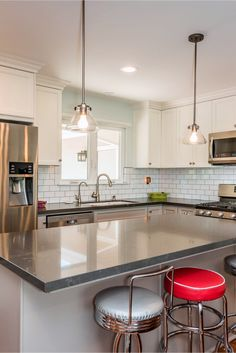Discover kitchen island lighting fixtures only in mafa homes Kitchen Island Lighting, Kitchen Inspiration, Chandelier, Homes, Lights, Table, Furniture, Ideas, Home Decor