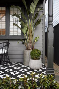 Solutions To Grey Exterior House Colors 91 - sitihome Café Exterior, House Paint Exterior, Exterior Paint Colors, Exterior House Colors, Exterior Design, Modern Exterior, Cottage Exterior, Porch Tile, Porch Flooring
