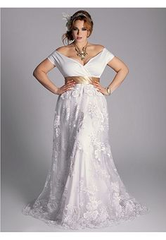 Eugenia Vintage Wedding Gown - I love the lace and curves of this dress